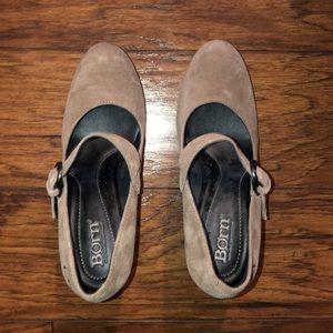 Woman's born shoes